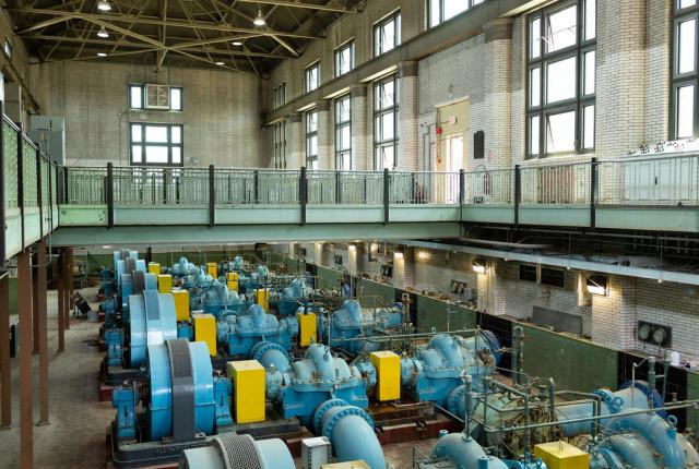 2-story interior shot of pump facilities within the Bruecken Pump Station.